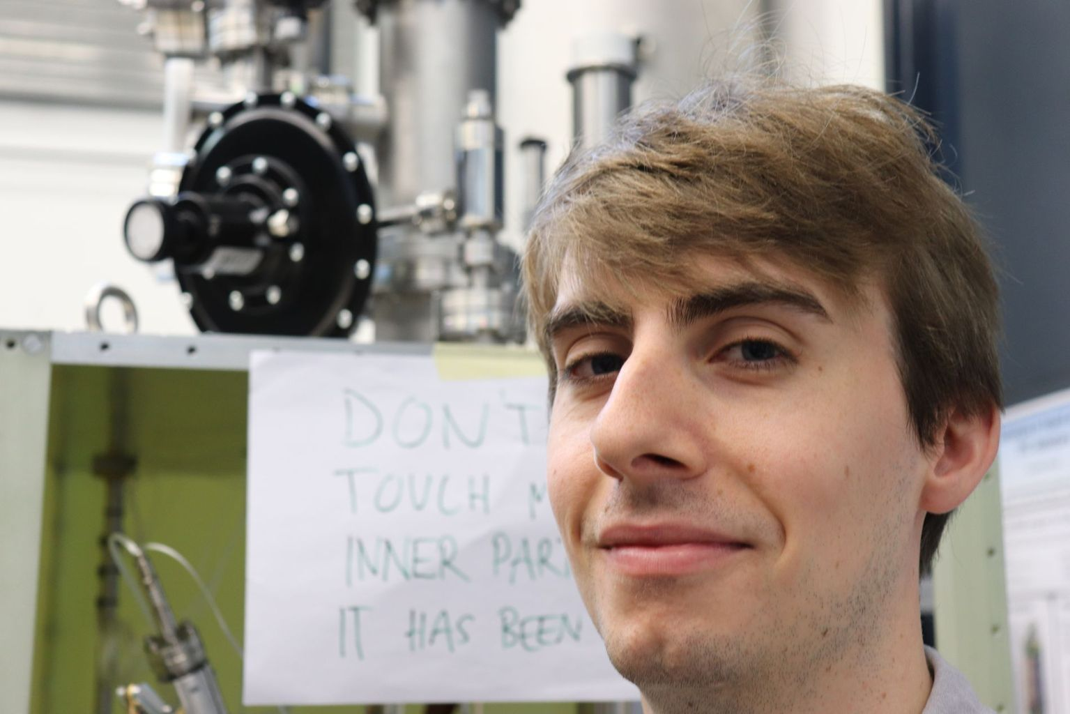 Dr. Callum Wilkinson (29) works in the research group of Prof. Antonio Ereditato at the University of Bern and prepares the DUNE expert for neutrinos research.