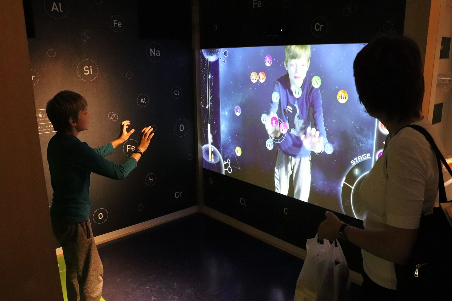 The KamiokaLab uses interactive exhibits to familiarise visitors with the contents of elementary particle physics. Photo: B. Vogel