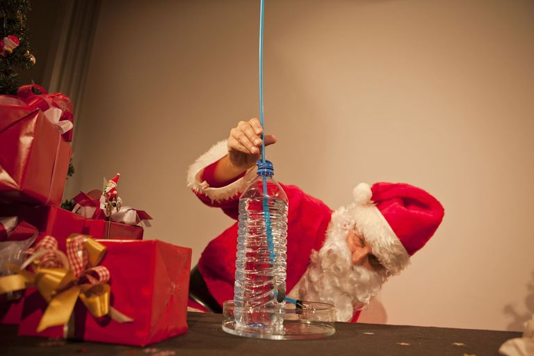Physics in Advent: Whether 'Nikolaus' or 'Weihnachtsmann' - without physics nothing works.