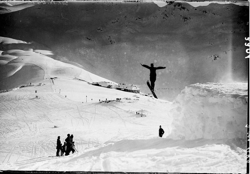 Swiss soldiers were not affected by the disastrous avalanches. The pictures shows them performing ski jumps at the Umbrail Pass, close to the tricountry point between Switzerland, Austria-Hungary, and Italy.