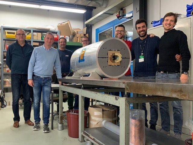 The scientists of the Paul Scherrer Institute with the demonstrator of the superconducting magnet, which was built within the framework of CHART. Far right in the picture: Bernhard Auchmann, who led the research team.